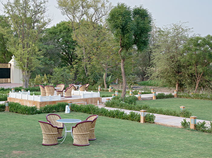 Budget class hotel in Jaipur with garden
