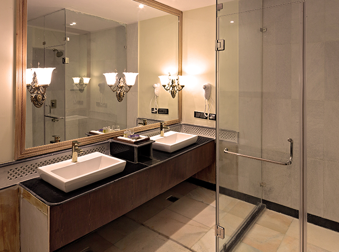 luxury hotel in jaipur city with world class bath room facility
